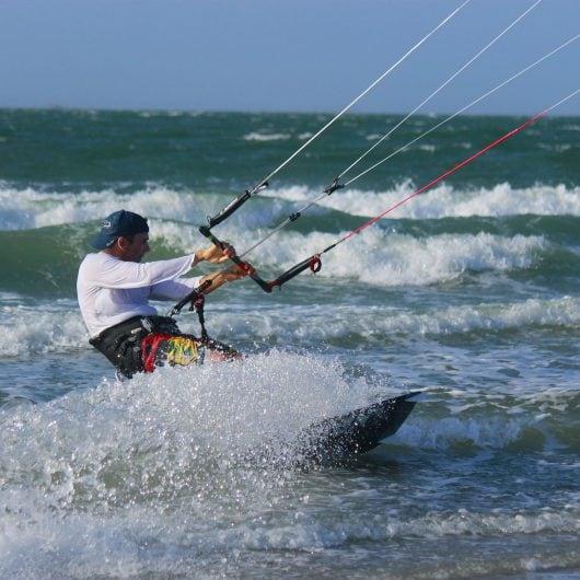 kitesurfing-1621022_1920