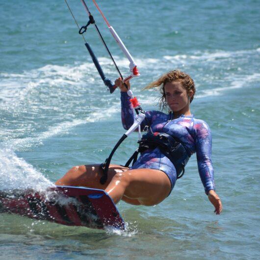kitesurfing-2739359_1920
